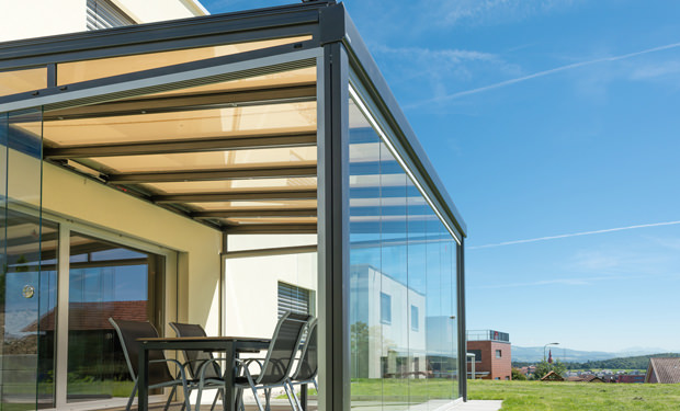 avant toit en verre pour terrasse pergola vitr 233 e installation suisse romande